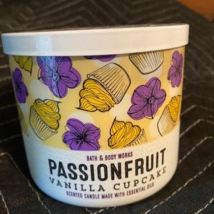 Bath & Body Candle Passionfruit Vanilla cupcake